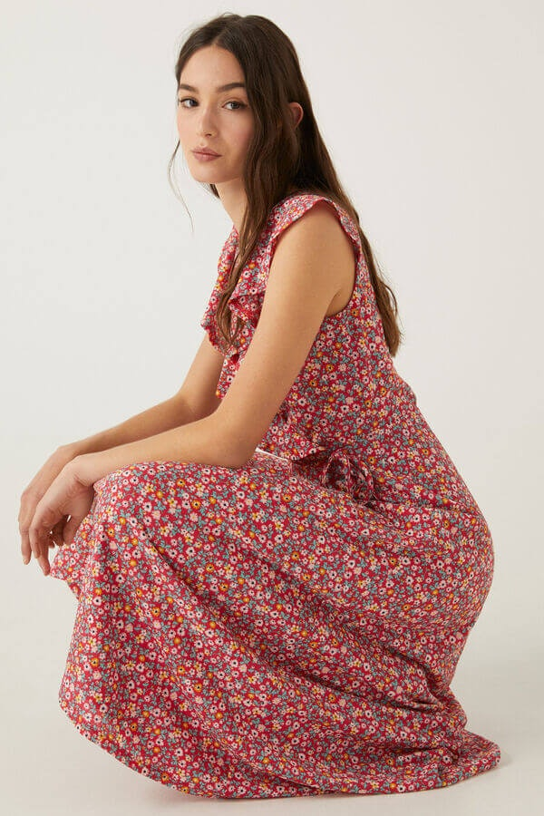 mulher com vestido com flores da Springflied